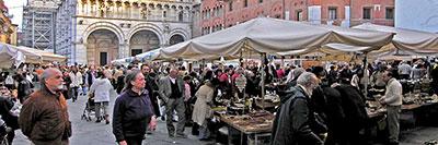 Foto Mercatino dell'antiquariato a Lucca