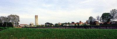 Foto Il parco delle mura di Lucca