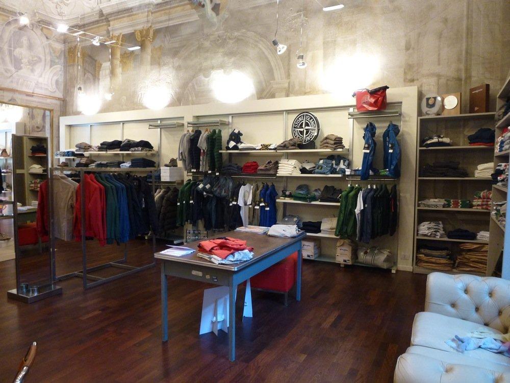 Pesi e vinci negozi di abbigliamento altro a lucca a lucca for Negozi arredamento lucca